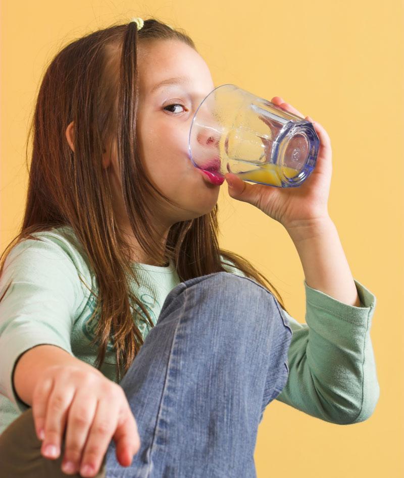 Veća deca treba da unose tečnost čim osete žeđ