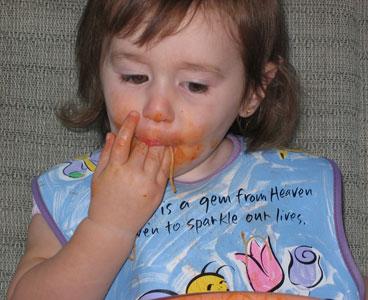Naučite dete da se lepo obriše ne samo na kraju, već i tokom jela