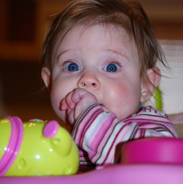 Kako-da-pomognete-bebi-kad-pocnu-da-rastu-zubi