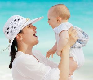 Sa bebom na plaži – Šta sve treba poneti?