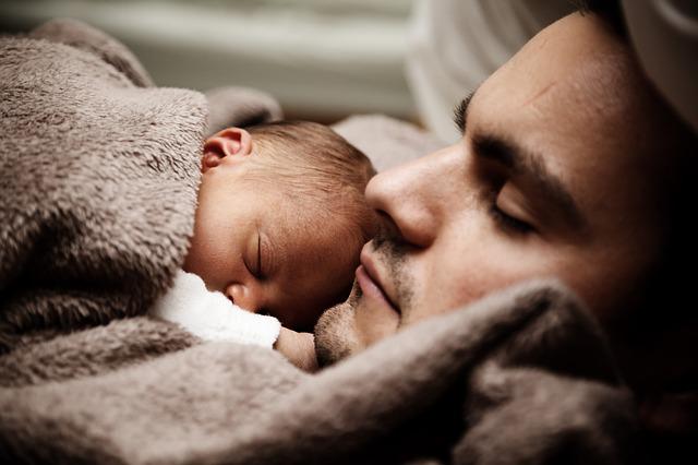 7 saveta da uključite tatu u brigu o bebi