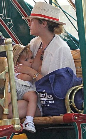 Selma Bler doji dete u tramvaju