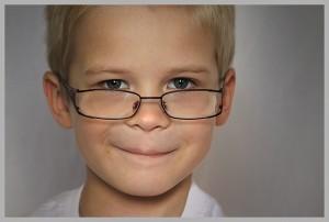 7 znakova da detetu trebaju naočare