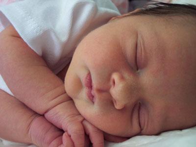 Plaženje jezika i tremor kod beba