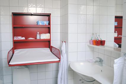 sto za previjanje bebe u kupatilu
